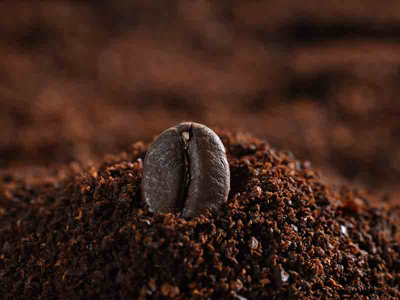 Coffee Grounds To Eliminate Puffy Eyes