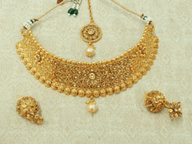 Pure Gold Jewellery Set For Wedding Saree