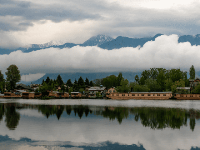 Experience Relaxing Backdrop And Beautiful Scenery At Your Babymoon Trip To Srinagar
