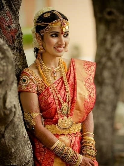 Compliment Your Bridal Saree With Waist Chain And Long Necklace