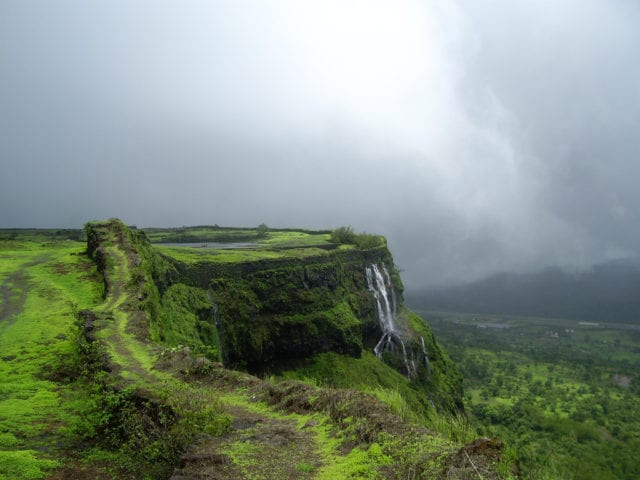 Take A Long Drive To Lonavala For Perfect Weekend Together