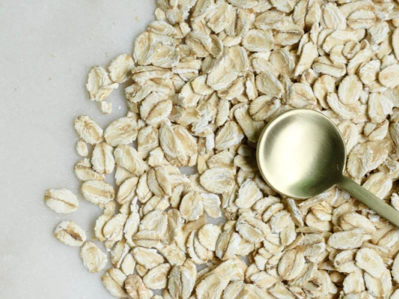 Fight Oily Skin With Oatmeal Face Mask