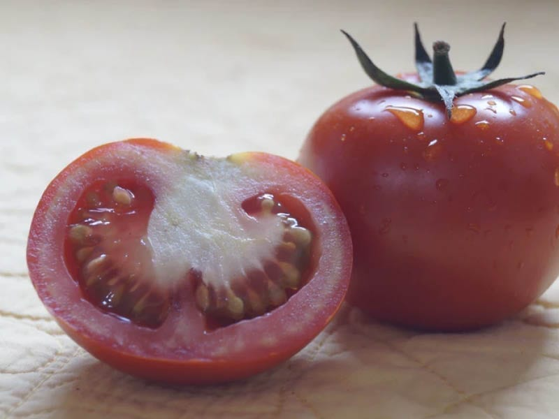 Beat Oily Skin With Tomato Face Mask